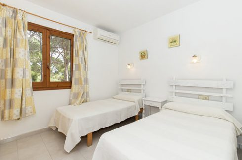 Acantilado Cala Galdana twin bedroom 2