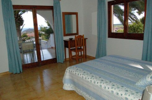 Sol I Sombra double bedroom