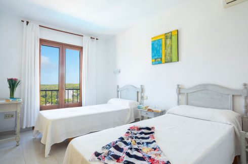 Alegre Villa Cala Galdana Twin bedroom White